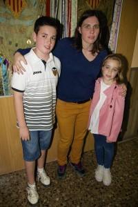 Rubén, Mamen i Paula amb el nostre estandart
